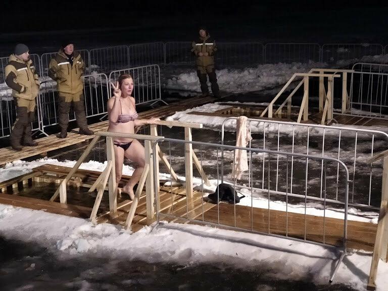 Жители Тамбова начали купание в крещенских купелях, фото-2