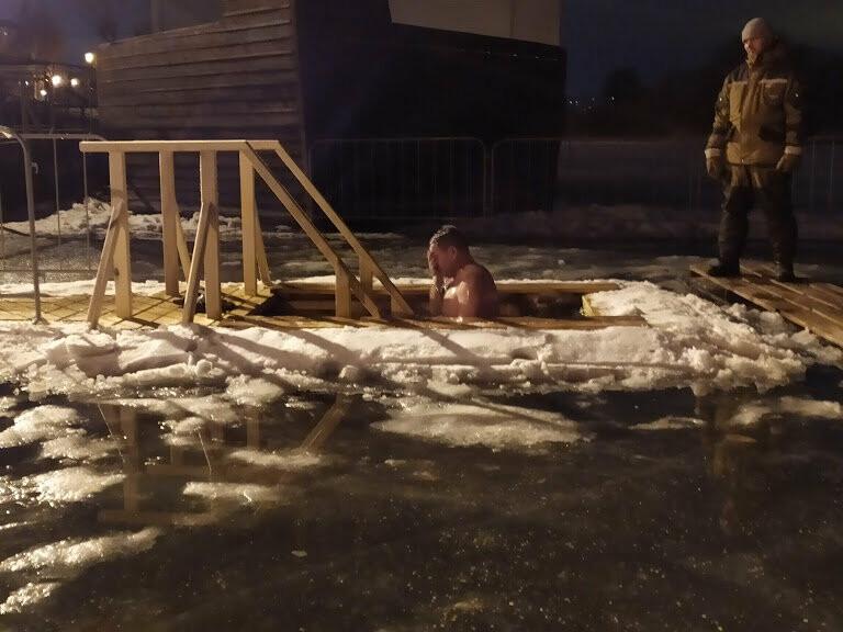 Жители Тамбова начали купание в крещенских купелях, фото-6