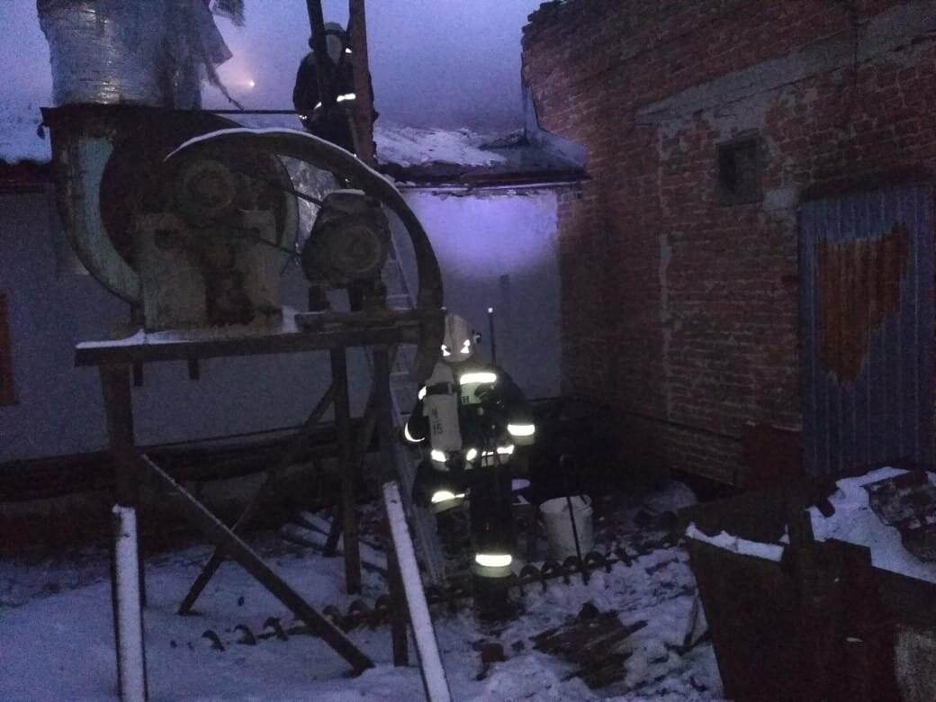 В Тамбове на Бастионной загорелся склад с пиломатериалами на площади 400 кв.м.: видео, фото-3