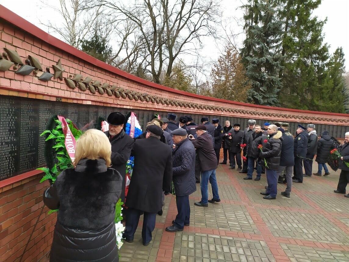 На Воздвиженском кладбище Тамбова почтили память павших воинов, фото-2