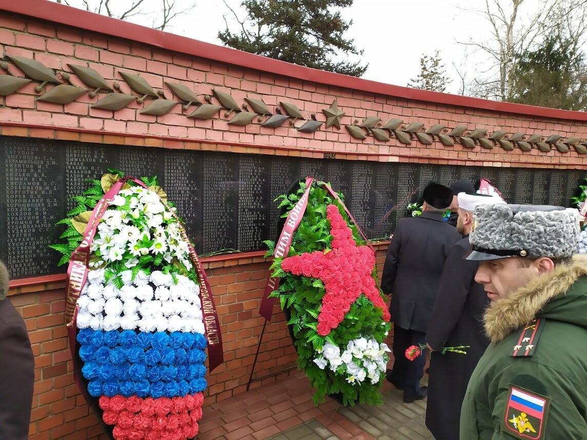 На Воздвиженском кладбище Тамбова почтили память павших воинов, фото-3