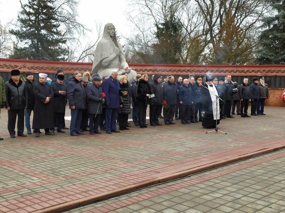 На Воздвиженском кладбище Тамбова почтили память павших воинов, фото-7