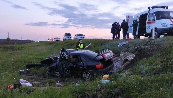 В Тамбовском районе вылетевший на «встречку» водитель иномарки спровоцировал ДТП с тремя погибшими, фото-1