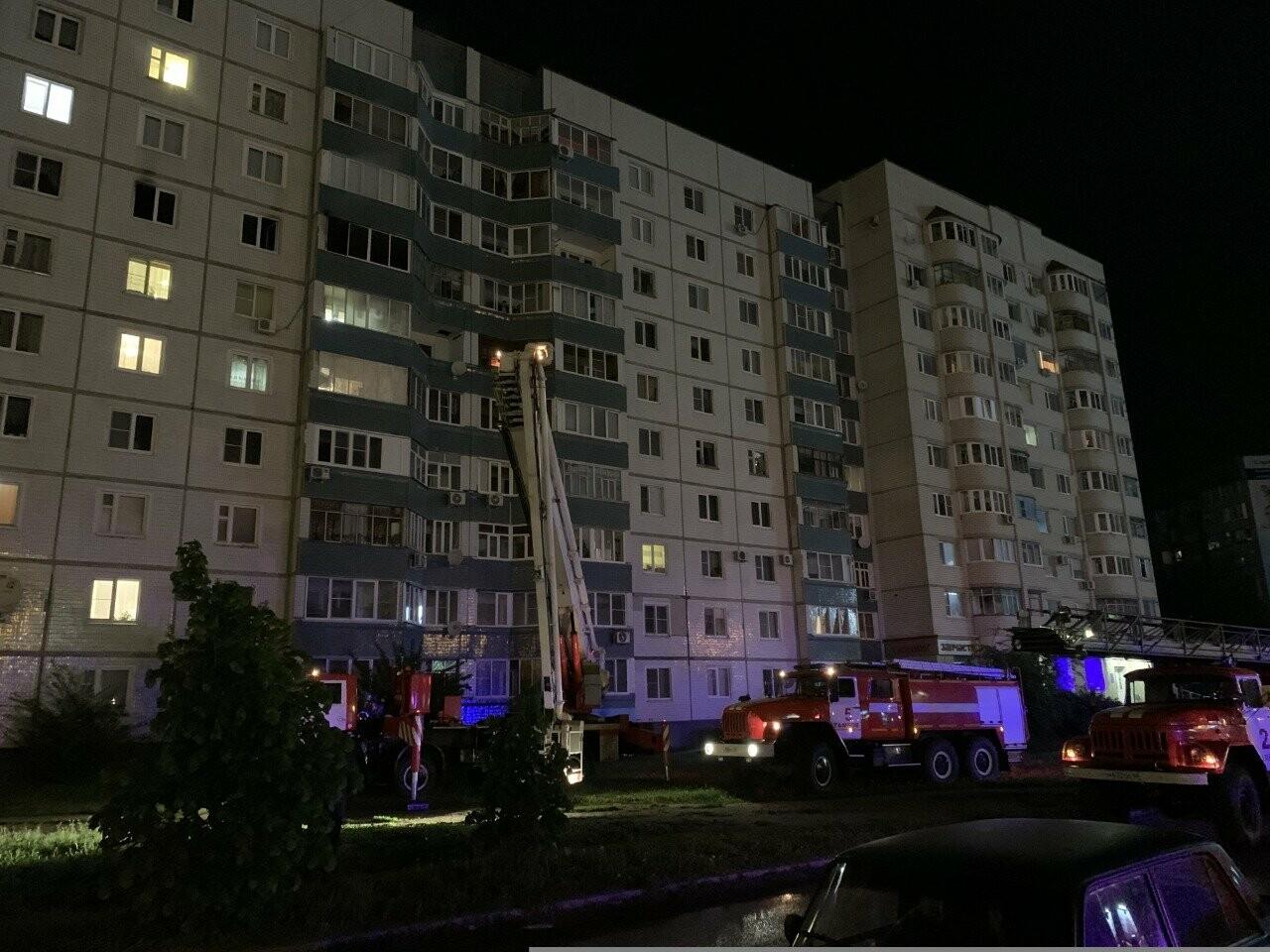 На севере Тамбова ночью эвакуировали жильцов многоэтажки из-за пожара на 7 этаже, фото-2