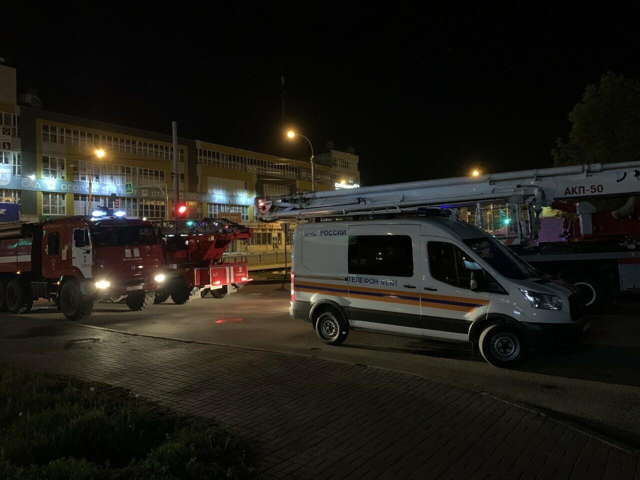 На севере Тамбова ночью эвакуировали жильцов многоэтажки из-за пожара на 7 этаже, фото-3