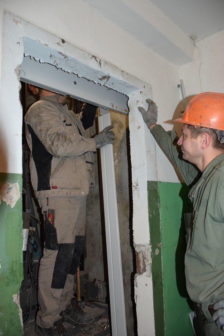 В тамбовских многоэтажках меняют старые лифты, фото-2