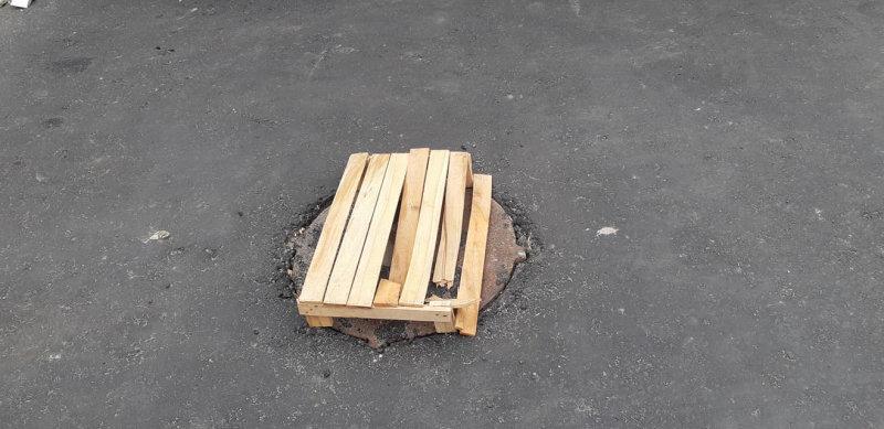 В центре Тамбова местный житель провалился в открытый люк, фото-1