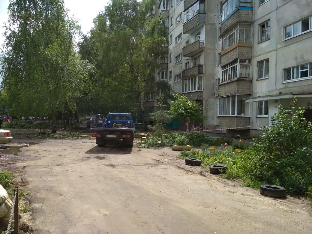 В многоэтажке на севере Тамбова обрушились бетонные плиты на крыше, фото-2