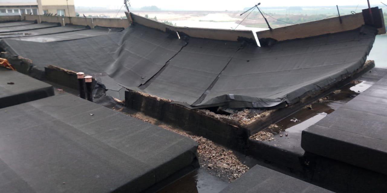В многоэтажке на севере Тамбова обрушились бетонные плиты на крыше, фото-4