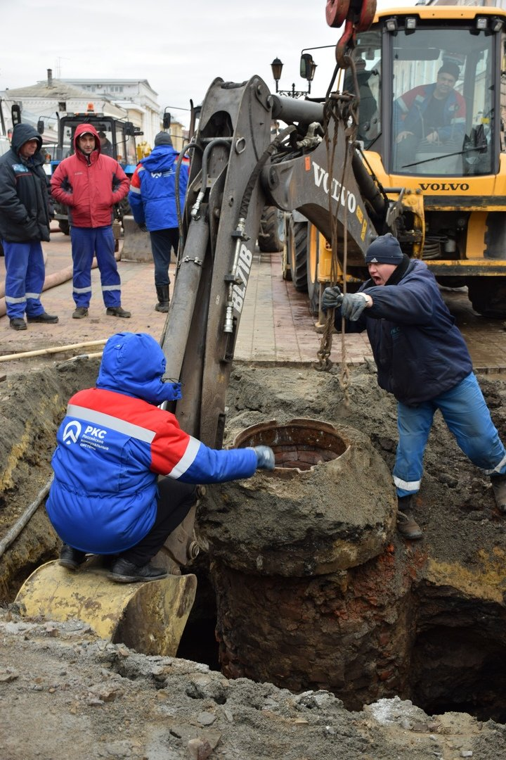В Тамбове на улице Коммунальной снова обрушился коллектор и провалился грунт, фото-6