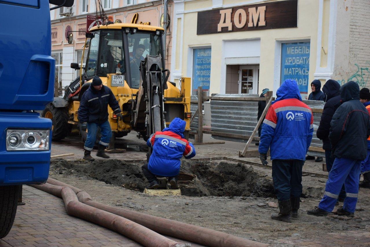 В Тамбове на улице Коммунальной снова обрушился коллектор и провалился грунт, фото-7