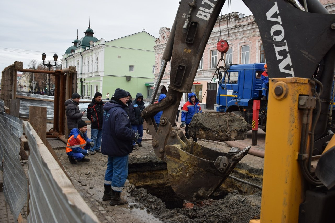 В Тамбове на улице Коммунальной снова обрушился коллектор и провалился грунт, фото-5