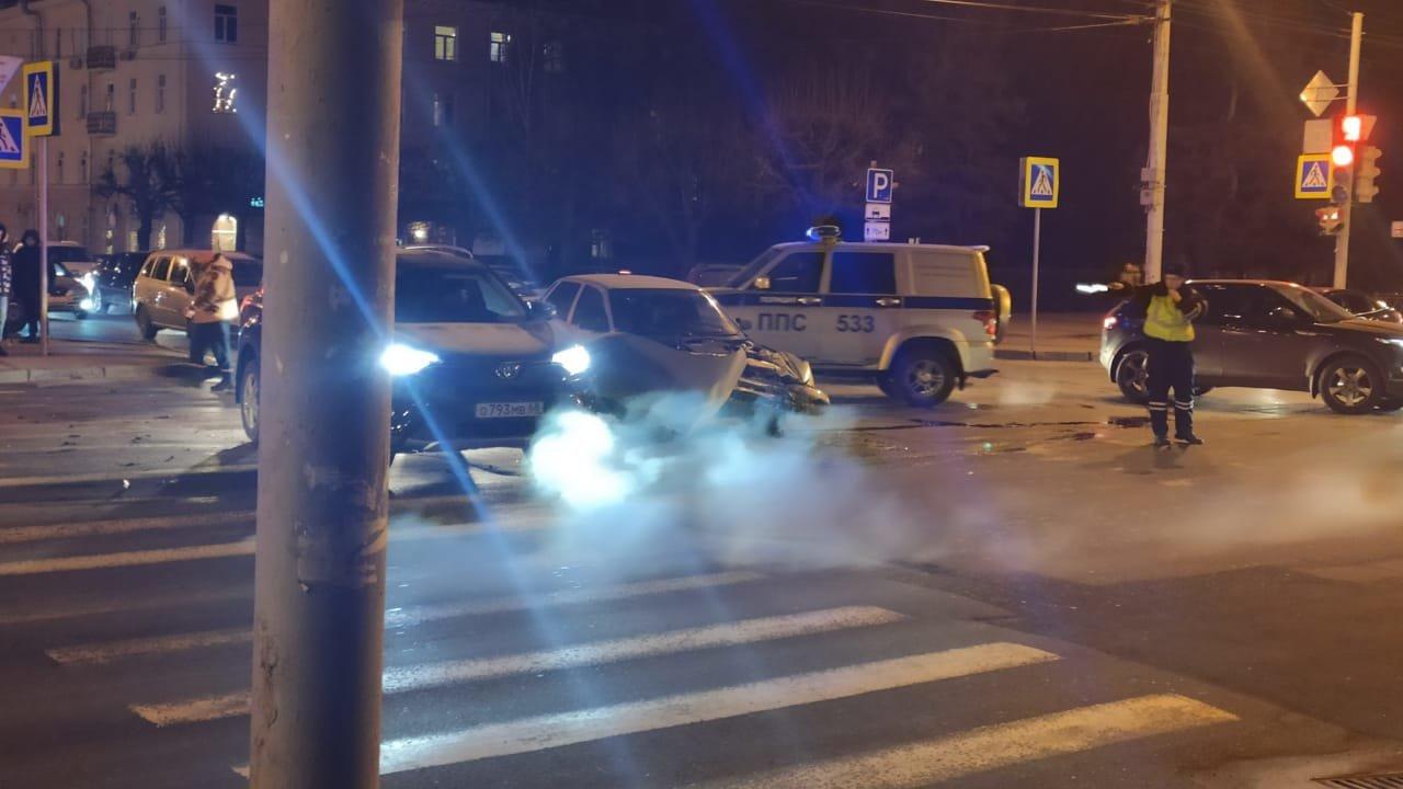 В центре Тамбова легковушка после ДТП вылетела на тротуар. Погиб пешеход, еще семеро пострадали (ВИДЕО), фото-2