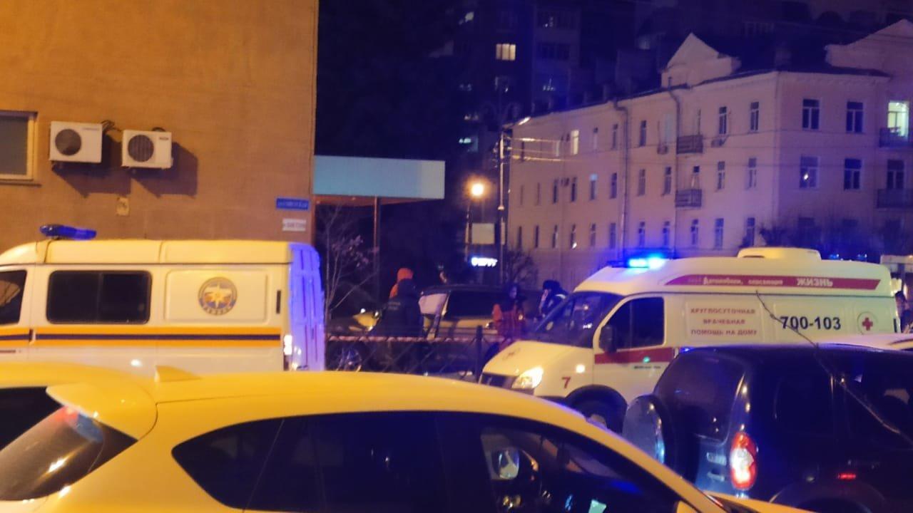 В центре Тамбова легковушка после ДТП вылетела на тротуар. Погиб пешеход, еще семеро пострадали (ВИДЕО), фото-3