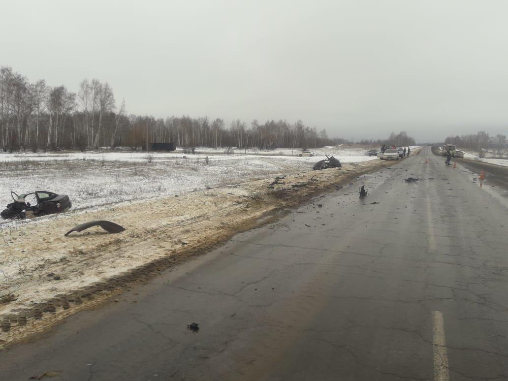 Страшное ДТП под Тамбовом с участием «КамАЗа» и легковушки: двое погибли, еще одна женщина госпитализирована (ВИДЕО), фото-4