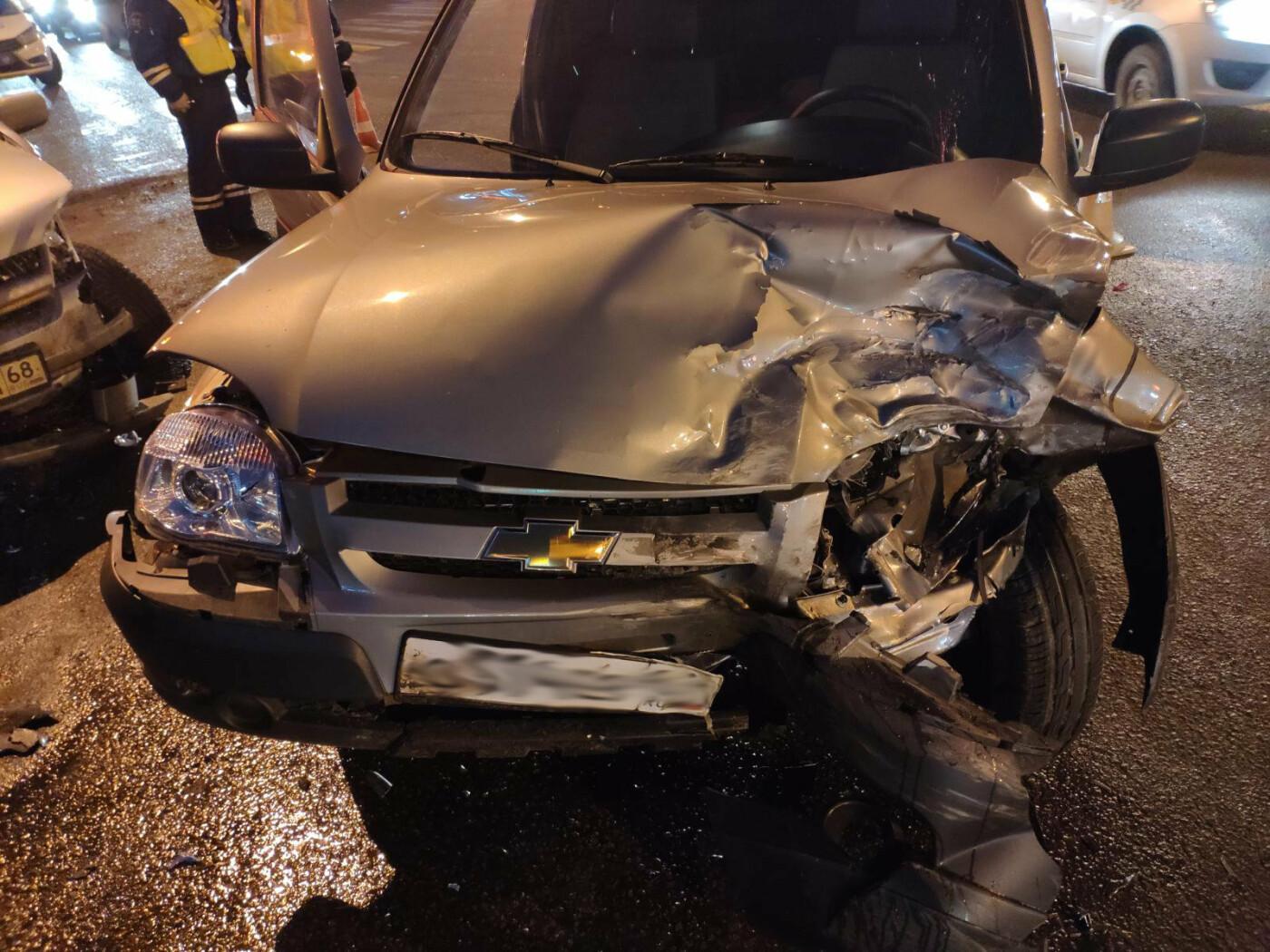 В Тамбове за «Кристаллом» при столкновении кроссовера и внедорожника пострадал мужчина, фото-1