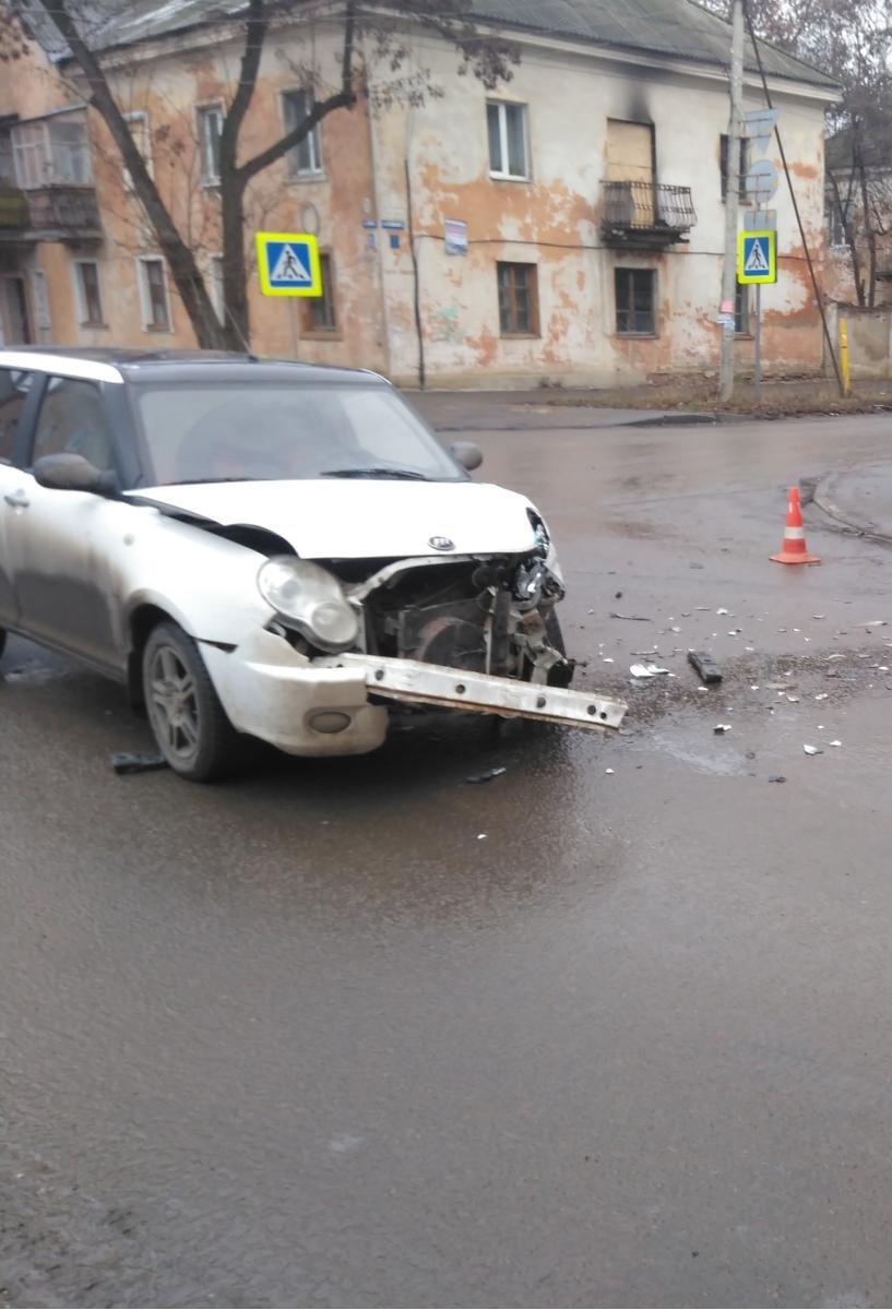В Тамбове при столкновении двух иномарок пострадала пенсионерка, фото-1