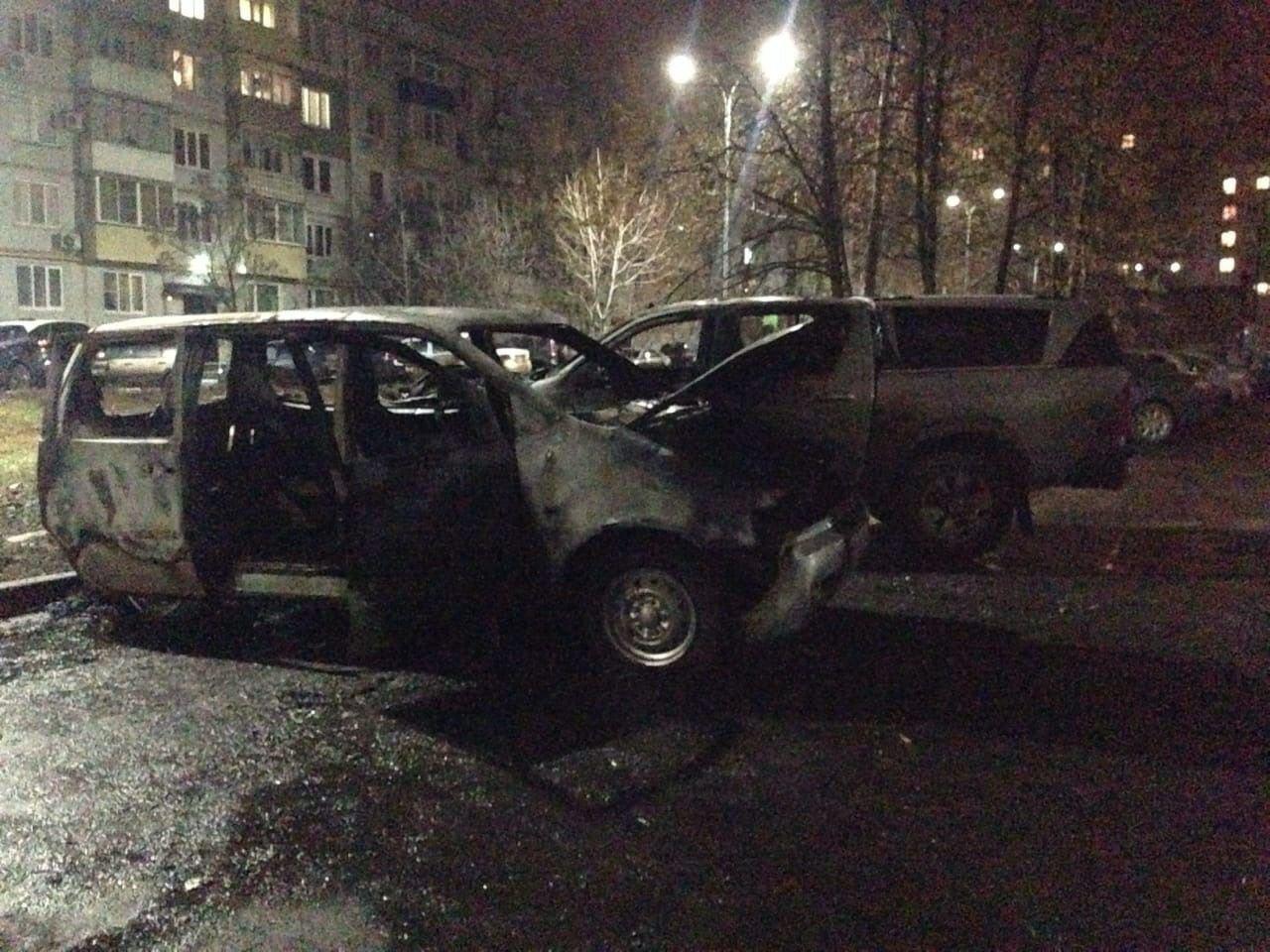 В центре Тамбова ночью сгорели две «Тойоты» и «Лада», фото-2