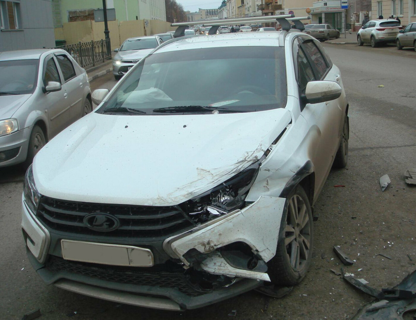 В центре Тамбова при столкновении «скорой» и двух легковушек пострадал 5-летний мальчик, фото-2
