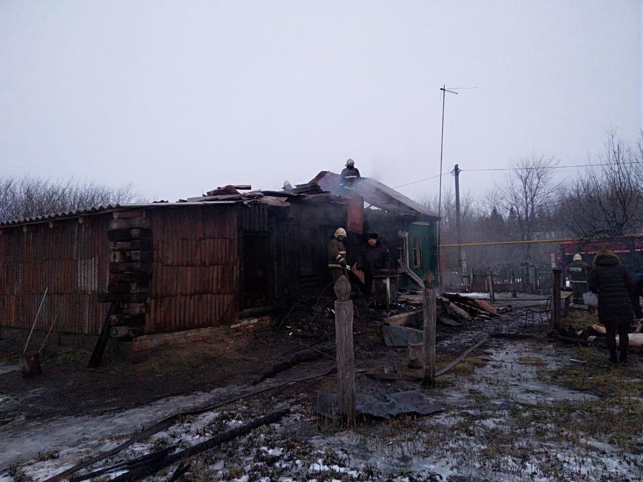 В Тамбовской области сгорел жилой дом: под завалами обнаружили тела двух человек, фото-1
