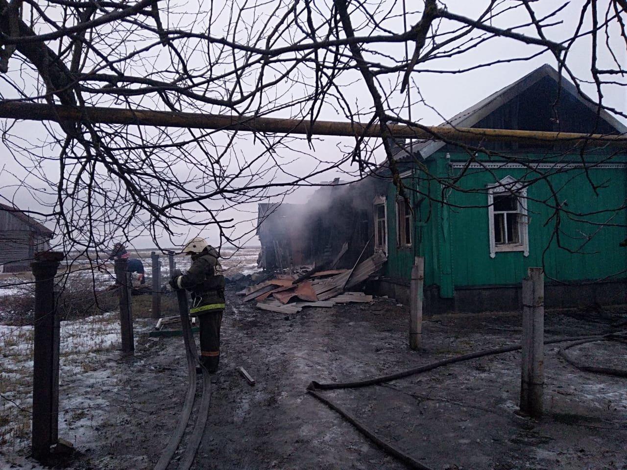 В Тамбовской области сгорел жилой дом: под завалами обнаружили тела двух человек, фото-3