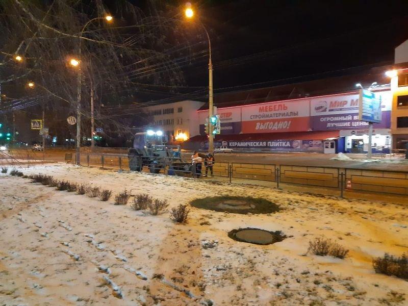В Тамбове улицы и дворы обрабатывают реагентами от гололеда, фото-4