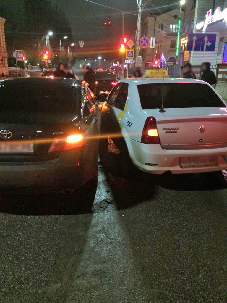В Мичуринске «Камри» подрезала такси: водитель в больнице, фото-2