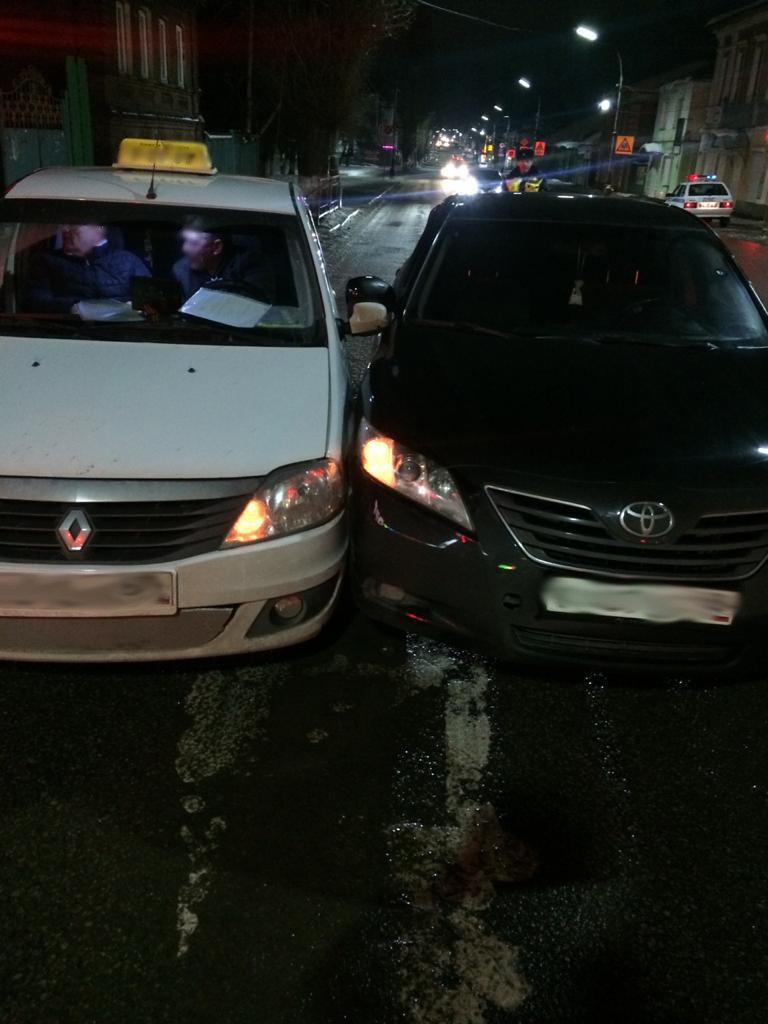 В Мичуринске «Камри» подрезала такси: водитель в больнице, фото-1