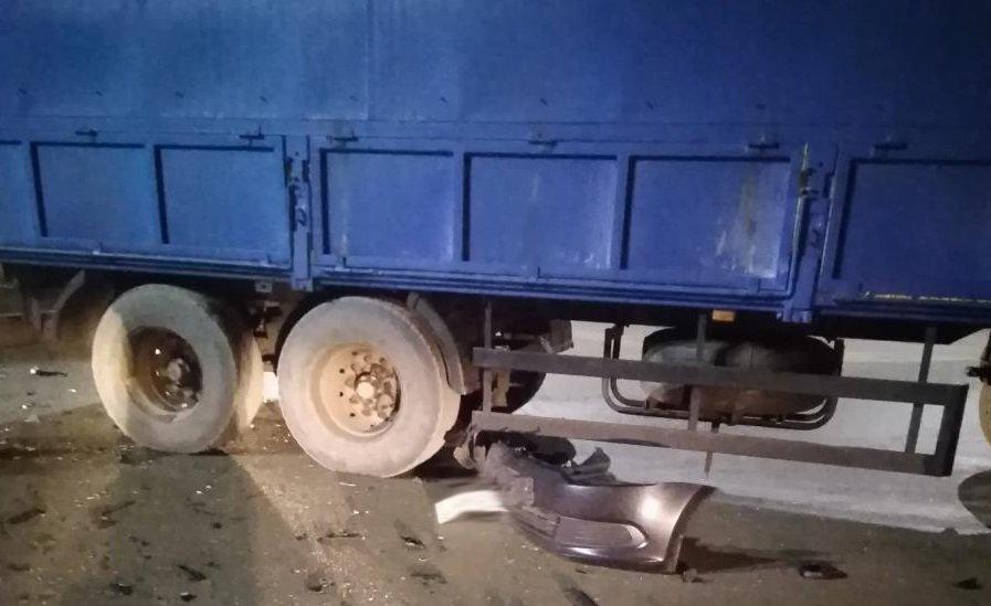 На федеральной трассе «Тамбов-Пенза» легковушка влетела в «КамАЗ» с прицепом: пострадал мужчина, фото-2
