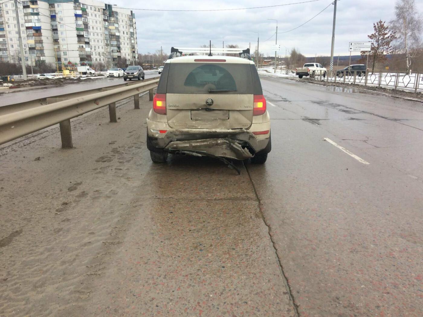 В Тамбове в районе МЖК столкнулись две иномарки, одного человека увезли в больницу, фото-1