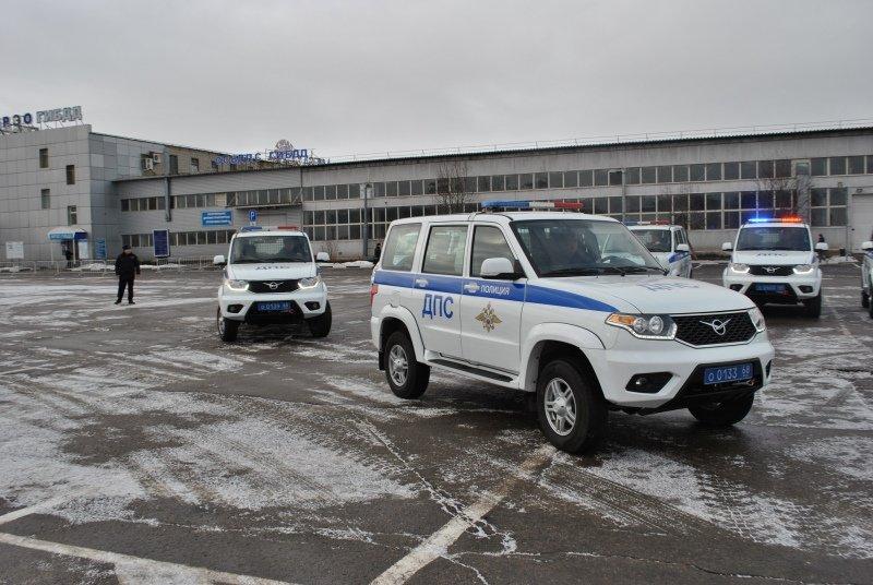 Тамбовские полицейские получили новую партию служебных машин: видео, фото-1
