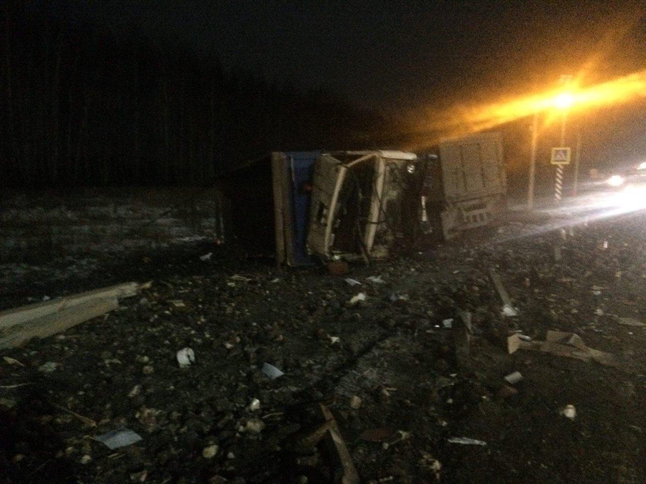 На трассе «Тамбов-Воронеж» столкнулись «КамАЗ» и Land Cruiser: водитель внедорожника в больнице, фото-2