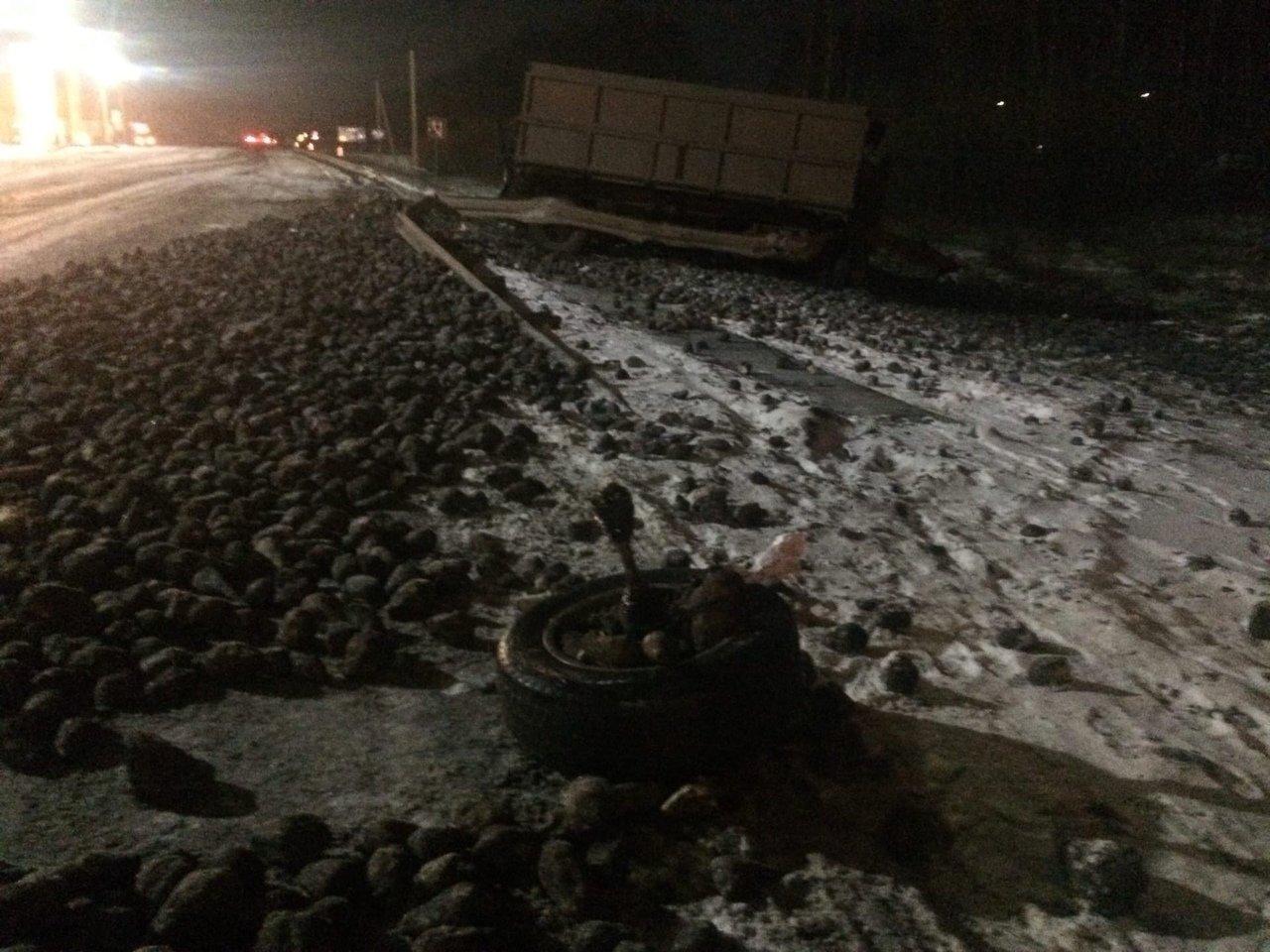 На трассе «Тамбов-Воронеж» столкнулись «КамАЗ» и Land Cruiser: водитель внедорожника в больнице, фото-3