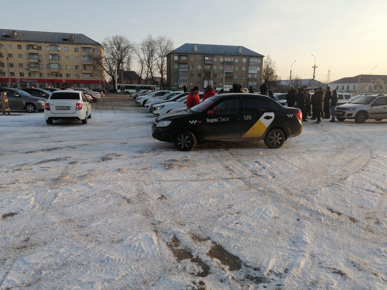 В Тамбове массово увольняют таксистов после стихийного митинга: видео, фото-1