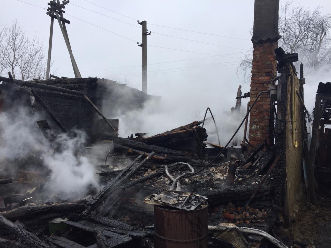В Пичаевском районе под обломками сгоревшего дома обнаружили тела двух пенсионеров, фото-1