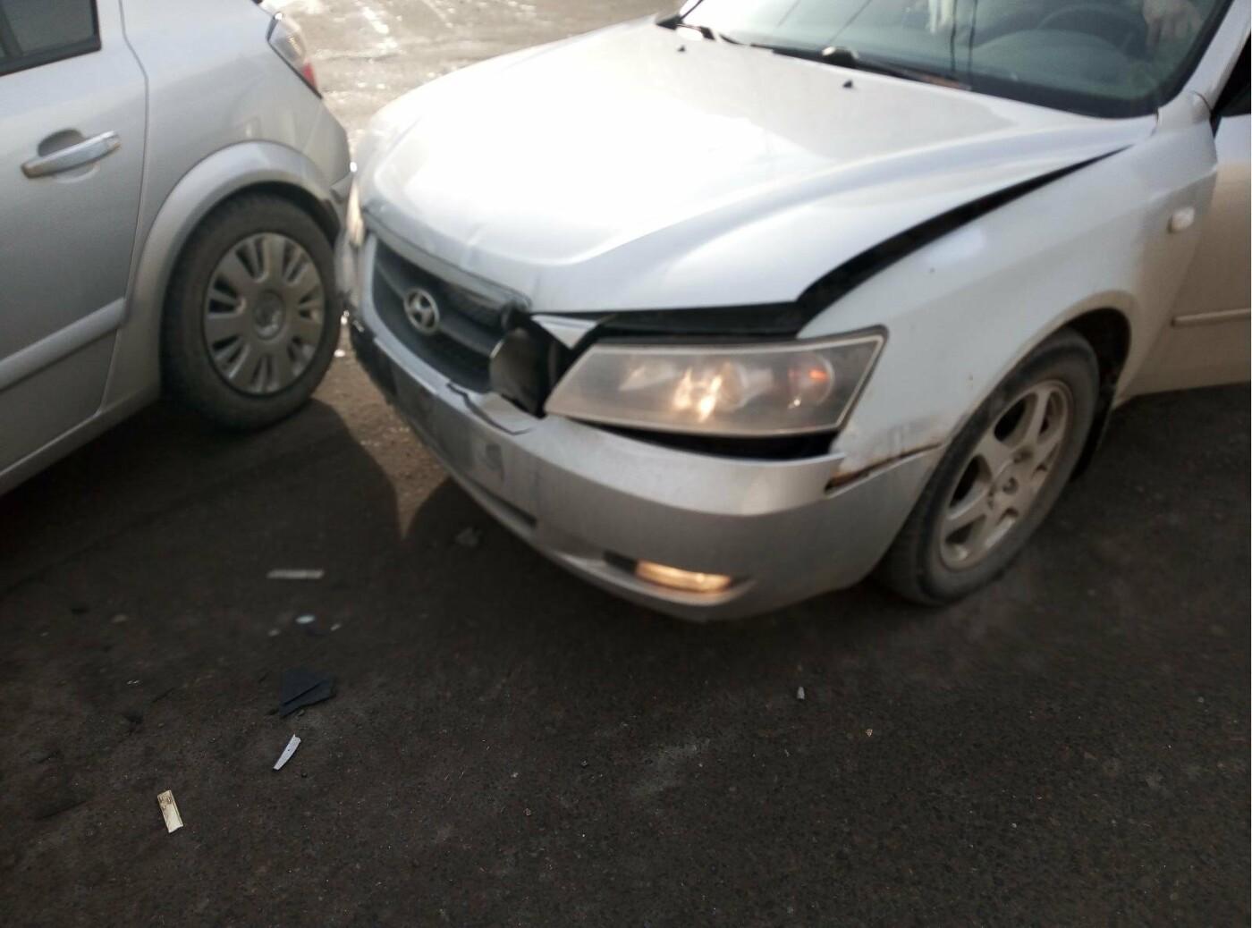 На севере Тамбова при столкновении двух иномарок пострадала школьница, фото-1