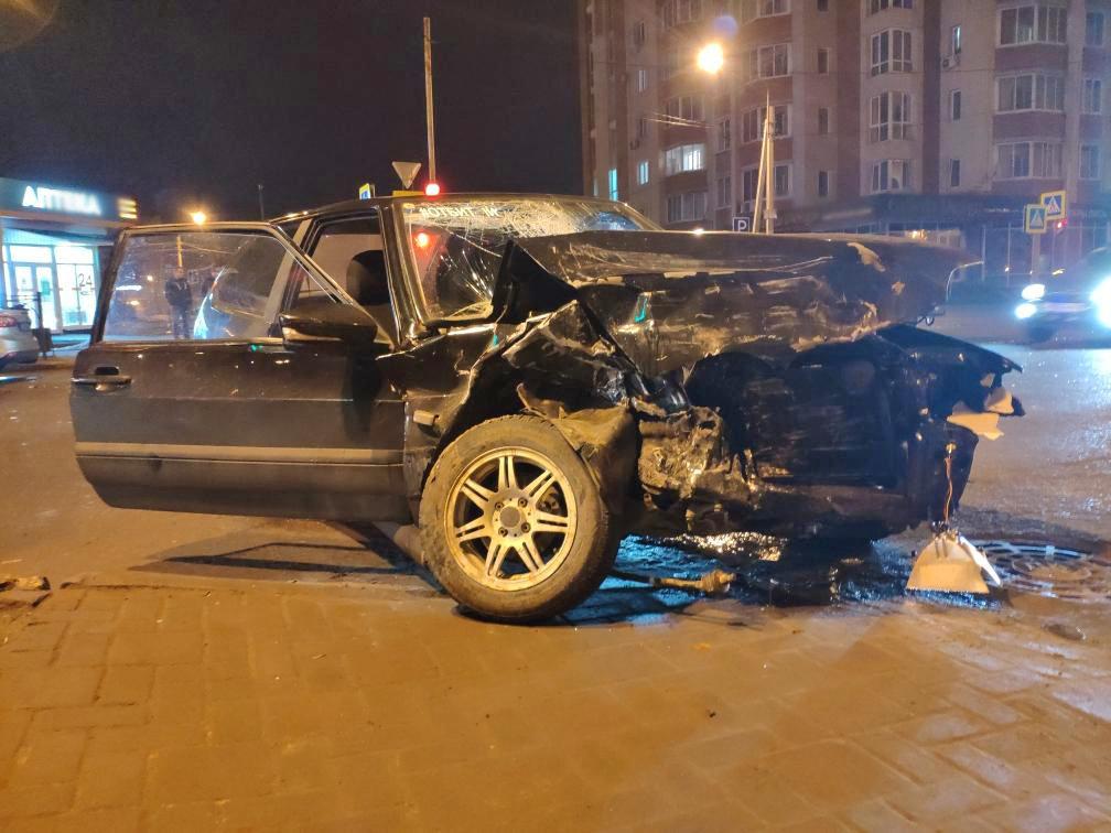 В Тамбове за «Кристаллом» после столкновения двух автомобилей госпитализировали парня и девушку, фото-1