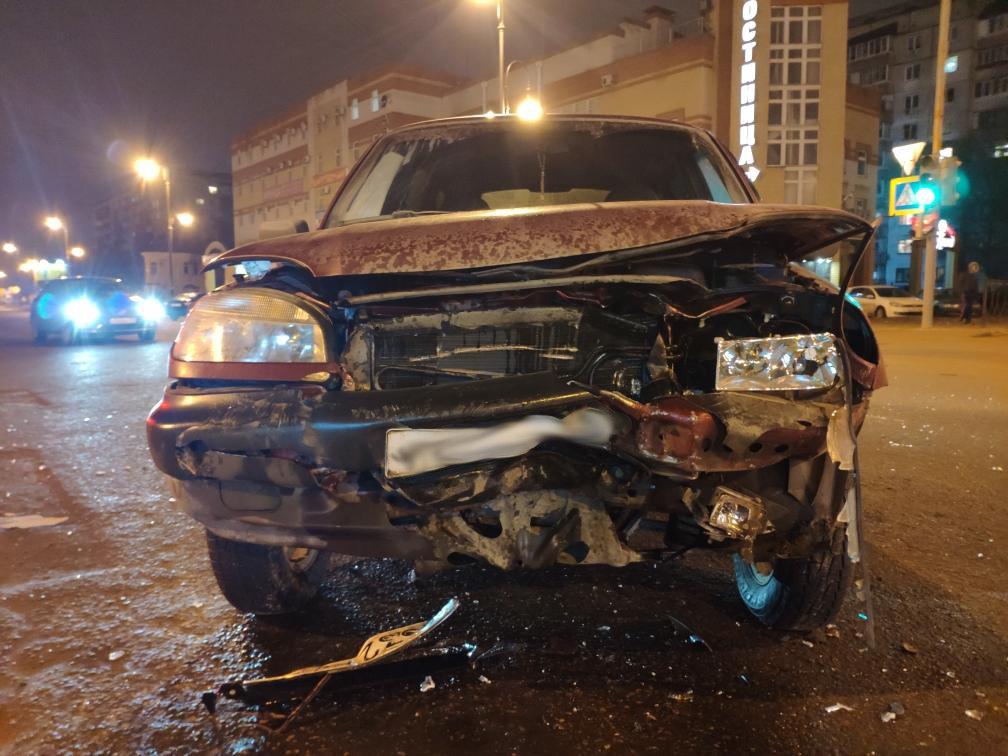 В Тамбове за «Кристаллом» после столкновения двух автомобилей госпитализировали парня и девушку, фото-2