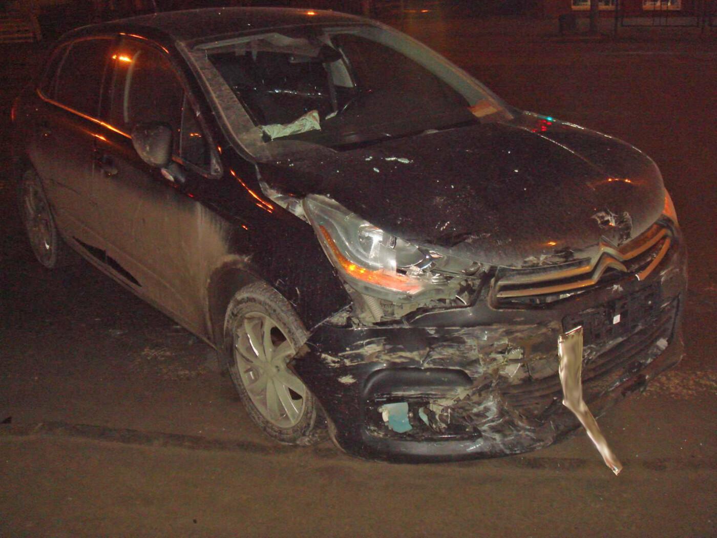 На центральной улице Тамбова столкнулись две иномарки: оба водителя в больнице, фото-1