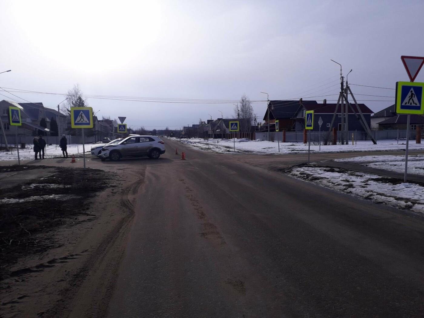 В Тамбове в микрорайоне Радужный при столкновении двух иномарок пострадала женщина, фото-2