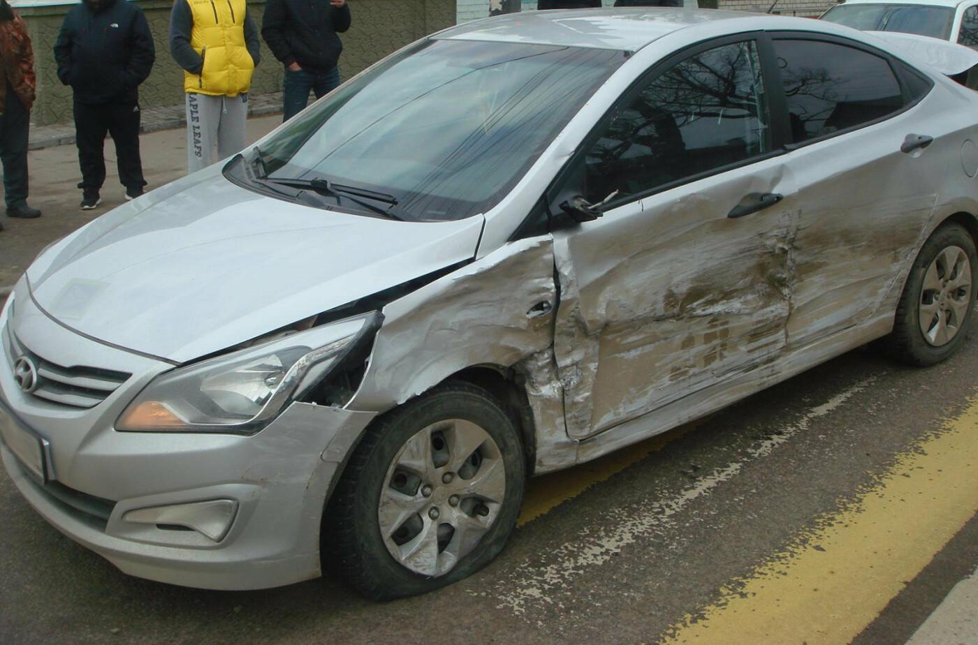 В Тамбове столкнулись пять легковушек, двух человек госпитализировали, фото-3