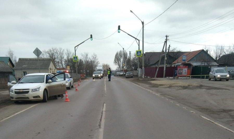 Под Тамбовом «Лада Калина» сбила на обочине двух девочек, водитель скрылся с места ДТП, фото-1