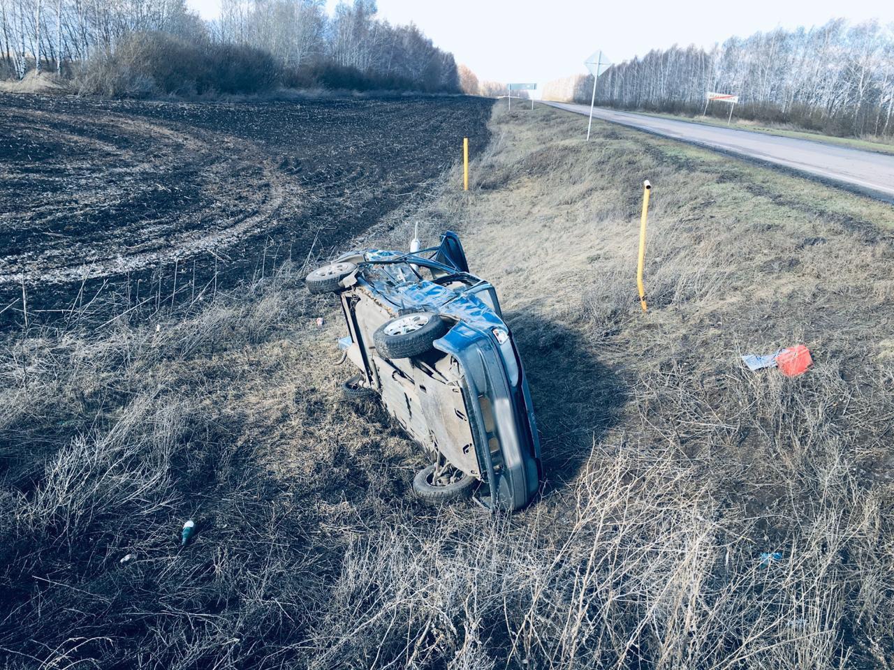 В Тамбовской области трактор врезался в легковой автомобиль, фото-3