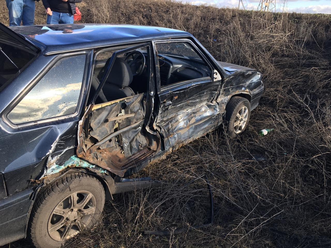 В Тамбовской области трактор врезался в легковой автомобиль, фото-2