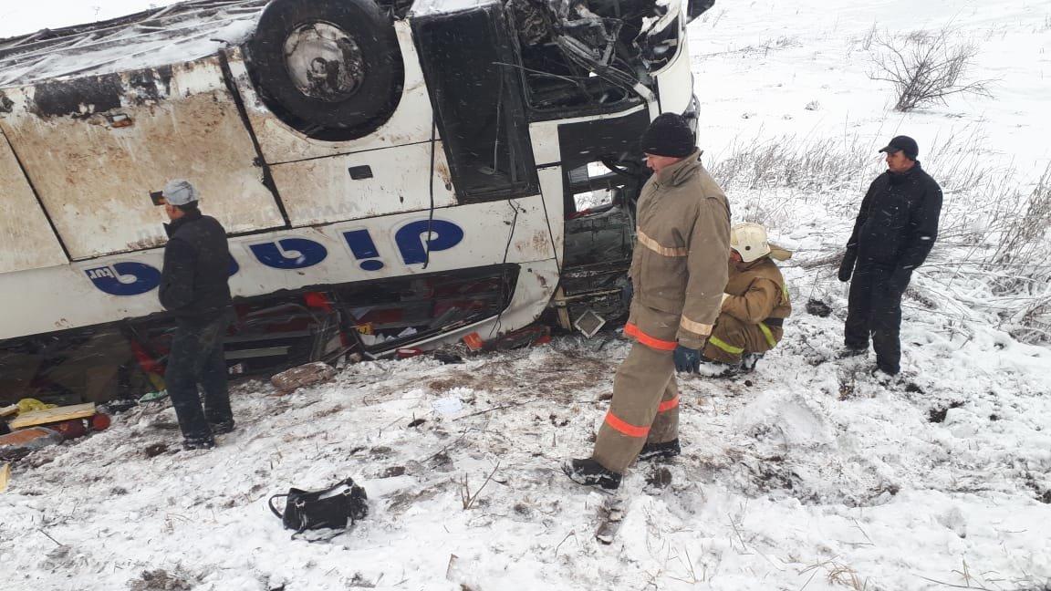 В Тамбовской области на федеральной трассе Р-22 перевернулся рейсовый автобус: двое погибли, еще 18 пострадали, фото-9