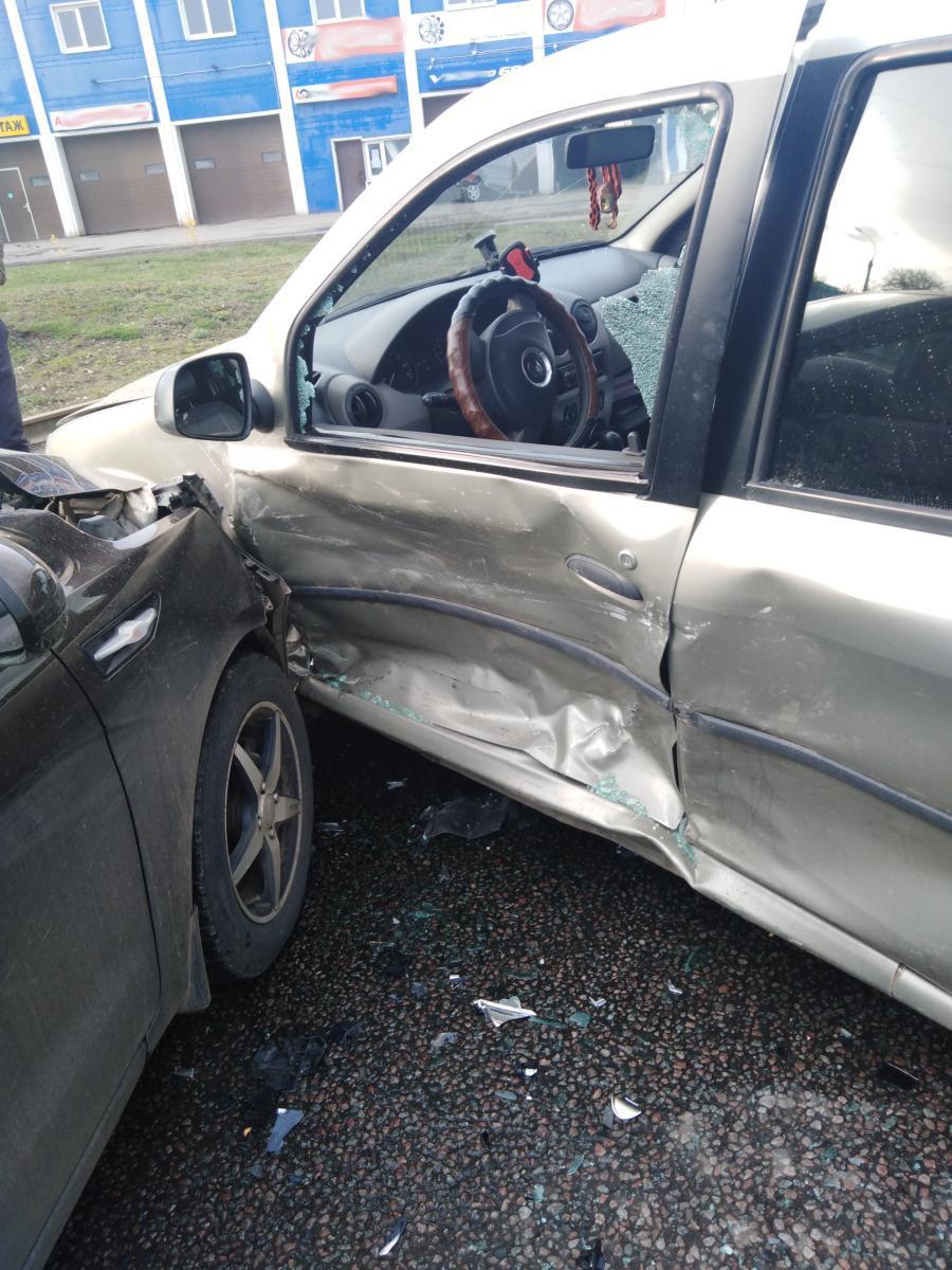 В Тамбове две легковушки не поделили дорогу: один из водителей в больнице, фото-2