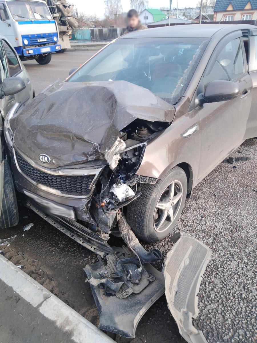 В Тамбове две легковушки не поделили дорогу: один из водителей в больнице, фото-1