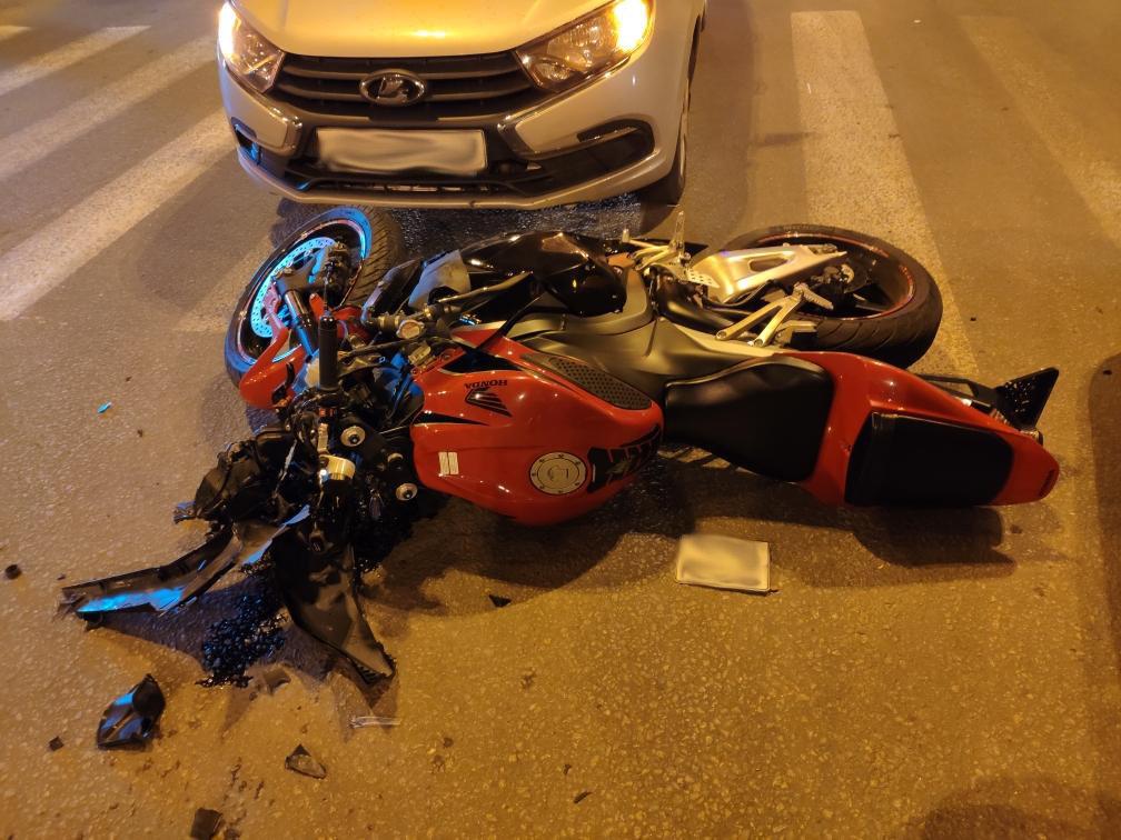 В Тамбове автомобилисты и мотоциклисты продолжают привыкать друг к другу: очередной байкер на больничной койке, фото-1