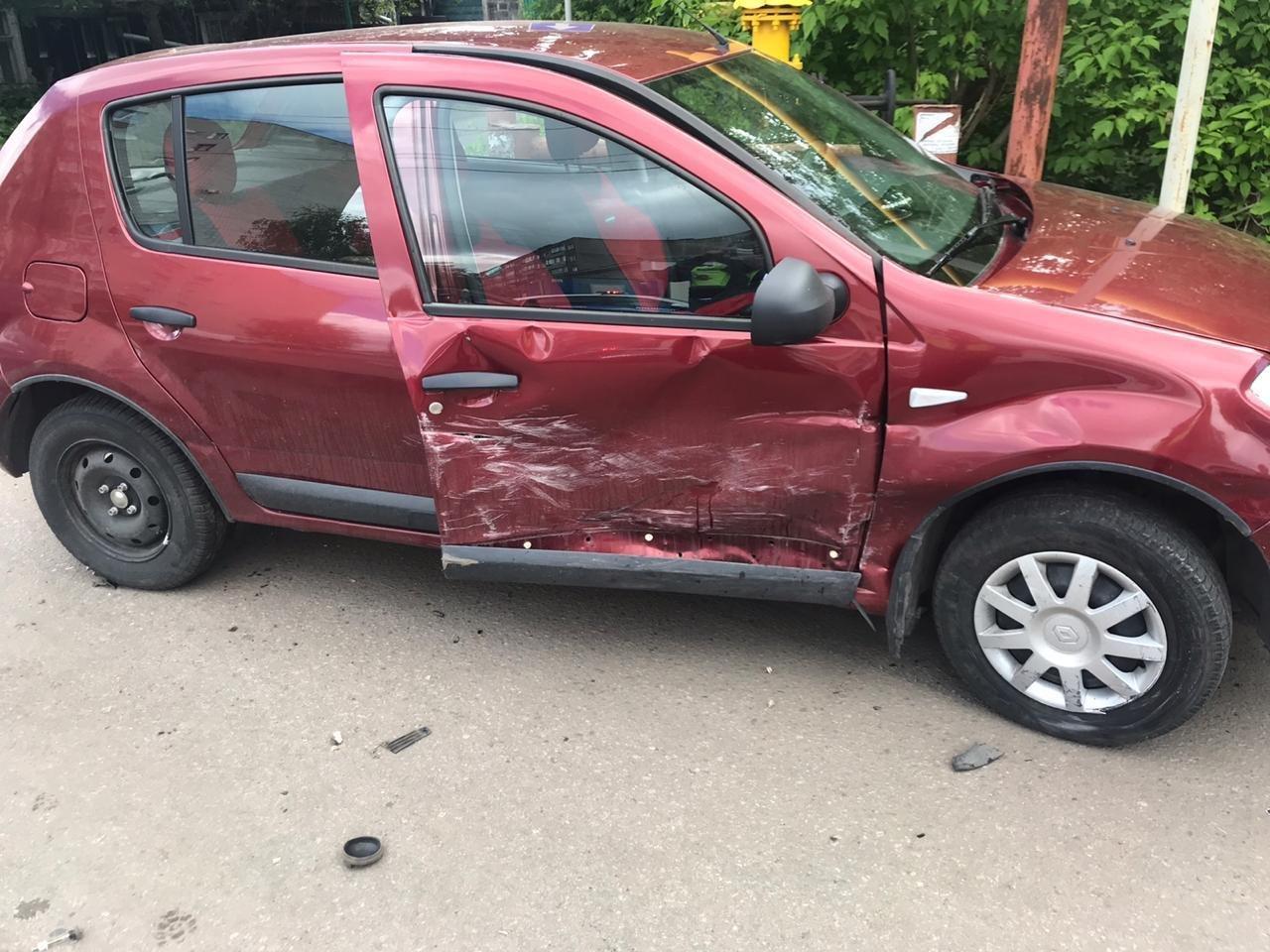 В Мичуринске две автоледи не поделили дорогу, а пострадал пешеход, фото-1