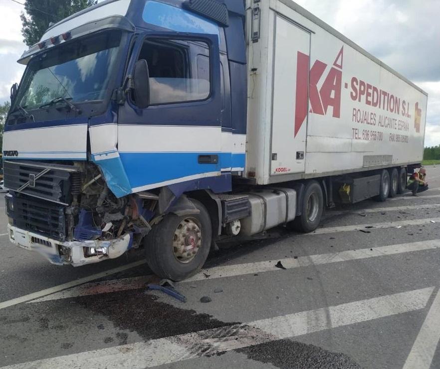 На федеральной дороге в Тамбовской области столкнулись грузовик и легковушка, фото-1